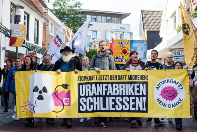 http://weltweit.nirgendwo.info/files/Atomzentrum_Lingen_schliessen_2017-35-1-690x462.jpg