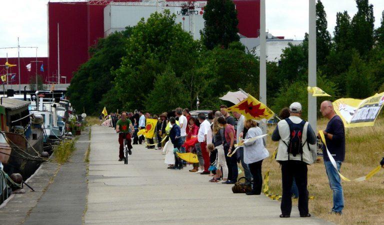 50.000 bei Menschenkette – Brennelemente-Export im Bundestag